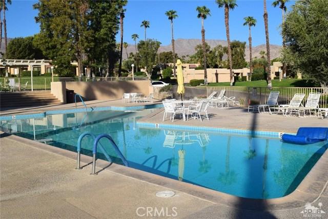47670 Desert Sage Court, Palm Desert CA: http://media.crmls.org/medias/fd549bd6-cb1f-41dc-aa88-76ecda7d80f6.jpg