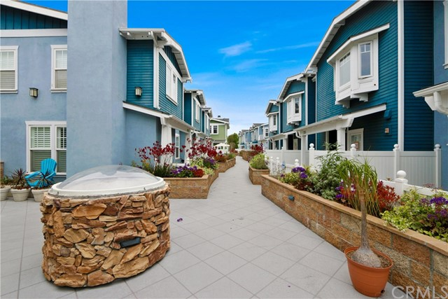 229 Aviation Place, Manhattan Beach CA: http://media.crmls.org/medias/fd59d6d8-b008-4fbf-9cec-bc7f3d23a89a.jpg