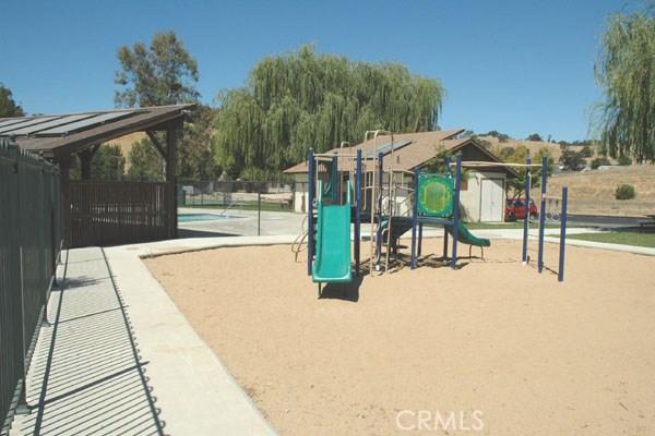 5040 Meadow Lark Lane, Paso Robles CA: http://media.crmls.org/medias/fd8026fd-c0cf-4d81-a418-35bfb3216618.jpg