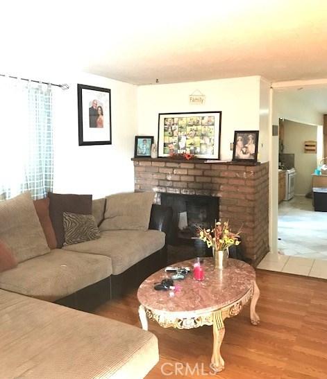واحد منزل الأسرة للـ Sale في 6408 Perry Road 6408 Perry Road Bell Gardens, California 90201 United States