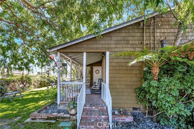 2133 Orange, Costa Mesa CA: http://media.crmls.org/medias/fdb465d0-f901-4722-ad76-204041b7e919.jpg