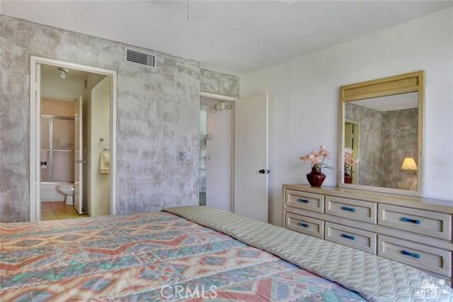 21 La Cerra Drive, Rancho Mirage CA: http://media.crmls.org/medias/fdb602ce-5e66-4cae-9cd6-a4615e08b740.jpg