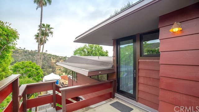 1098 Wykoff Way, Laguna Beach CA: http://media.crmls.org/medias/fdc68263-7a2c-42c5-979f-f5c6d9799286.jpg