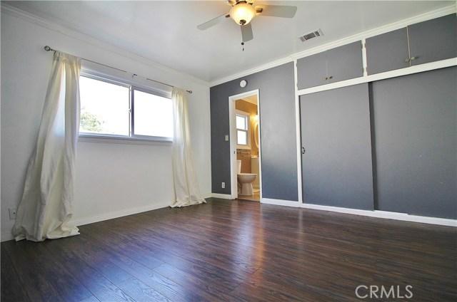1426 E 68th Street, Long Beach CA: http://media.crmls.org/medias/fddbc7cb-496a-4a11-a002-e8686ebd2c87.jpg