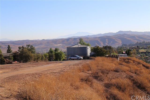 1709 Galloway Lane, Corona CA: http://media.crmls.org/medias/fdee1561-20e4-4e86-b4c1-bd038a5eb1da.jpg