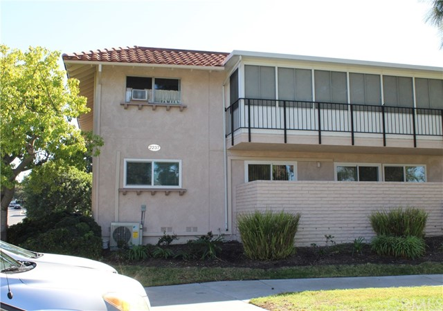 Photo of 2237 Via Puerta #D, Laguna Woods, CA 92637