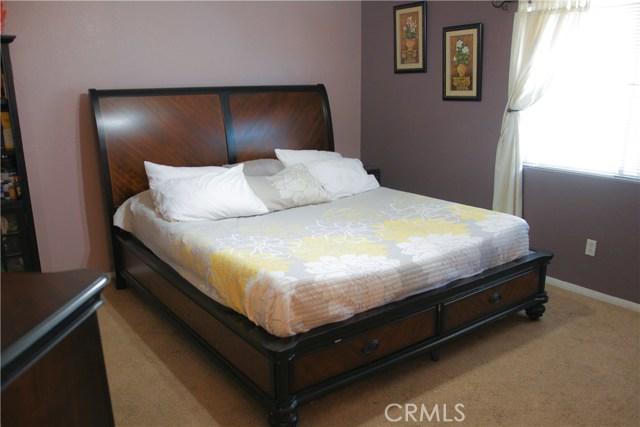 26400 Thoroughbred Lane, Moreno Valley CA: http://media.crmls.org/medias/fe01f09f-146a-4e7b-bfcc-42b2e437090e.jpg