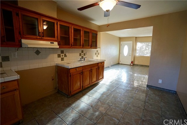 395 W Grand Avenue, Pomona CA: http://media.crmls.org/medias/fe10db03-52a9-4f28-91fd-953a3de304b2.jpg