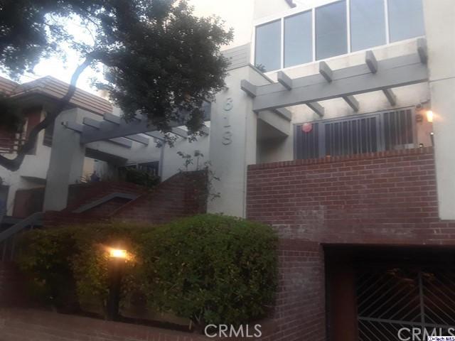 618 N Howard Street, Glendale CA: http://media.crmls.org/medias/fe210f84-99b2-4218-b3cc-983f75bc25f0.jpg