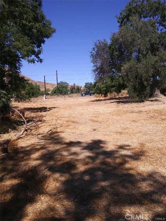 824 E Lakeshore Drive, Lake Elsinore CA: http://media.crmls.org/medias/fe244d2b-d763-476e-9461-a60410666566.jpg