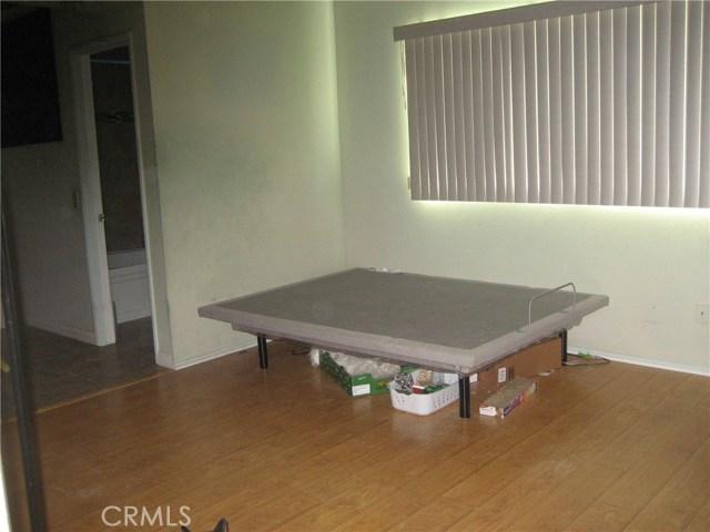 945 Amherst Street, Corona CA: http://media.crmls.org/medias/fe33fc55-4c34-441a-a2ab-ae4a64adfe2f.jpg