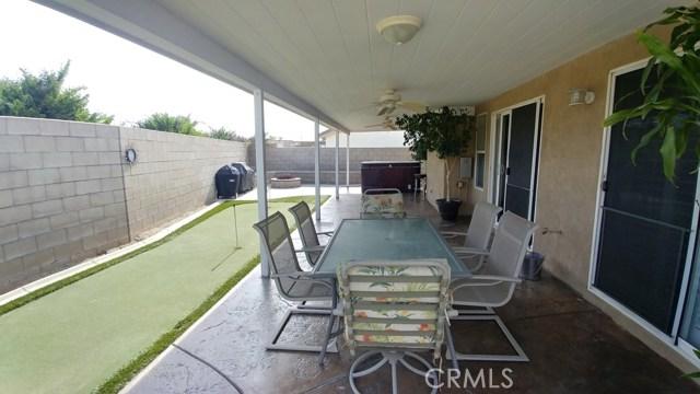 15409 Caroline Street, Fontana CA: http://media.crmls.org/medias/fe4d87d3-90d2-4a94-982f-481d6bc512c8.jpg