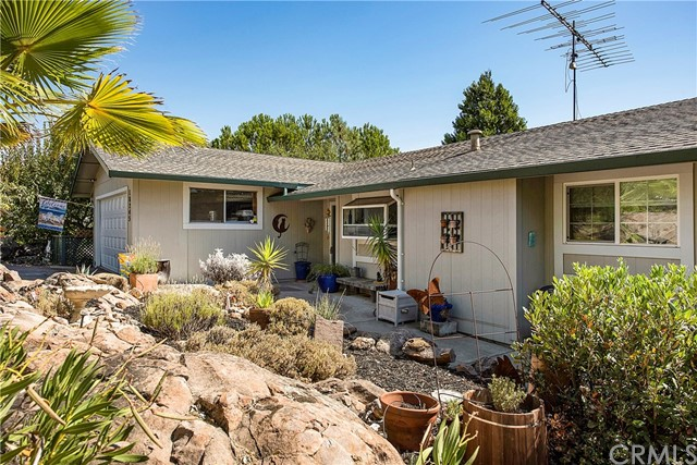 18245 Boxwood Court, Hidden Valley Lake CA: http://media.crmls.org/medias/fe6c602f-a6e2-49d2-baaa-ad4cfbf6c803.jpg