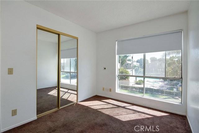 2810 W Segerstrom Avenue, Santa Ana CA: http://media.crmls.org/medias/fe78639b-1357-42f4-a856-250502846e28.jpg