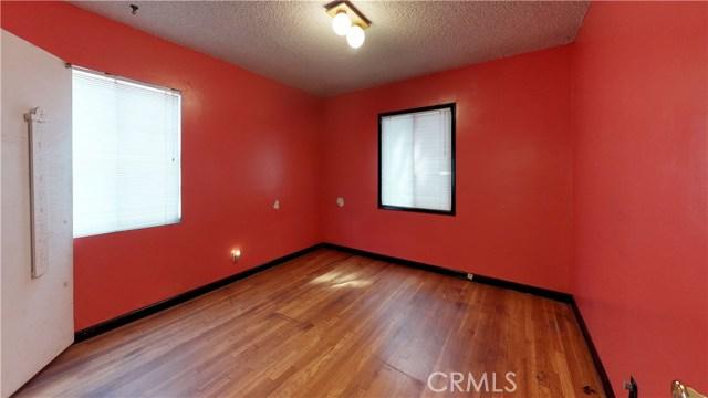 3943 Knoxville Avenue, Long Beach CA: http://media.crmls.org/medias/fe96501f-0902-4653-bcf5-c2f32ed88890.jpg