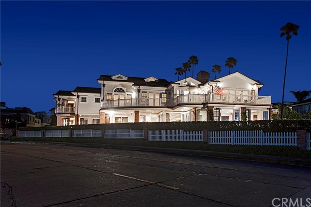 Single Family Home for Sale at 2724 Ocean Boulevard Corona Del Mar, California 92625 United States
