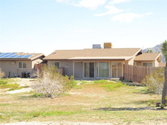 59510 Sunflower Drive, Yucca Valley CA: http://media.crmls.org/medias/fec6a622-0b42-4556-b09d-5794aa1306cc.jpg