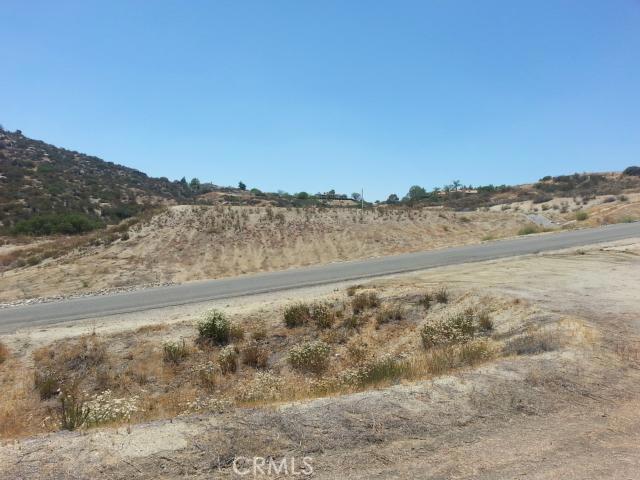 23447 Sky Mesa Road, Juniper Flats CA: http://media.crmls.org/medias/feda5c82-7061-4130-ad80-e528ab58f5e8.jpg