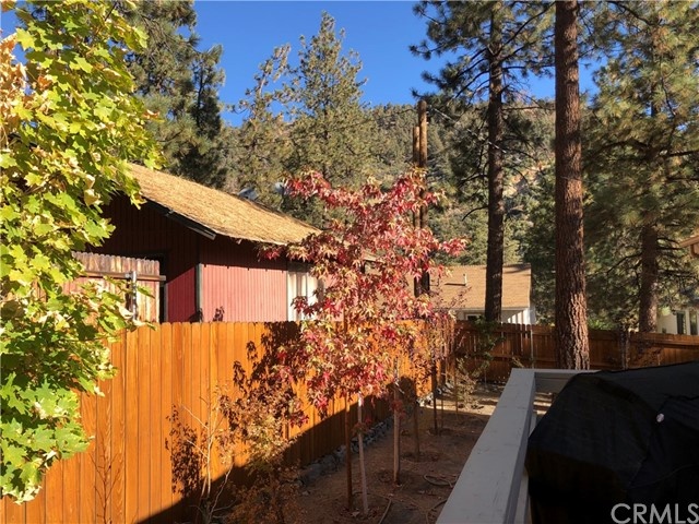 1950 Twin Lakes Drive, Wrightwood CA: http://media.crmls.org/medias/fef5651a-6823-4102-a81f-a754cb3ce51e.jpg