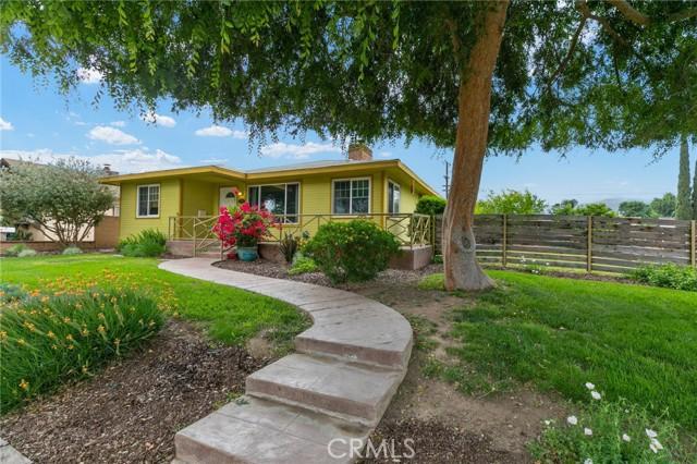 324 W Kendall Street, Corona CA: http://media.crmls.org/medias/ff09210a-ddfa-433c-849b-4251397384b1.jpg