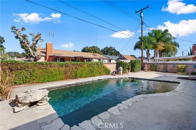 4261 W Flower Avenue, Fullerton CA: http://media.crmls.org/medias/ff0bf0f3-49eb-48e0-8c39-e5f8e8ed3f83.jpg