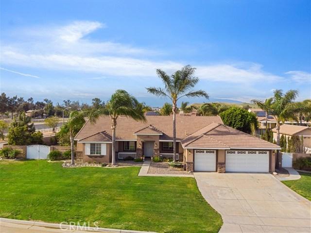 10169 Woodbridge Lane, Riverside CA: http://media.crmls.org/medias/ff116a90-3818-49b5-87ec-20dddf1d9cd3.jpg