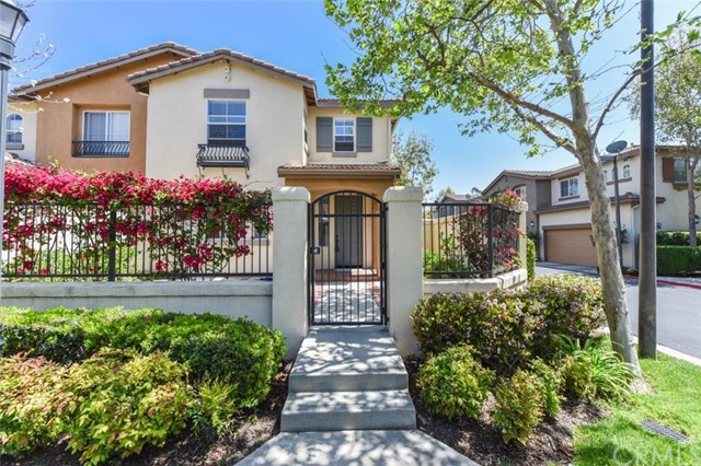 Detail Gallery Image 1 of 27 For 11 New Market, Irvine,  CA 92602 - 3 Beds | 2/1 Baths