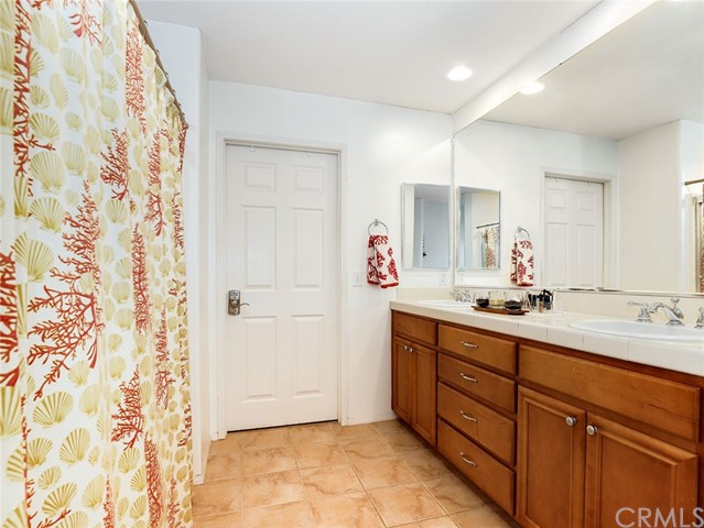 9455 Hendrix Lane, North Hills CA: http://media.crmls.org/medias/ff6c4a9f-3fce-40db-9fcb-7e566a9b655c.jpg
