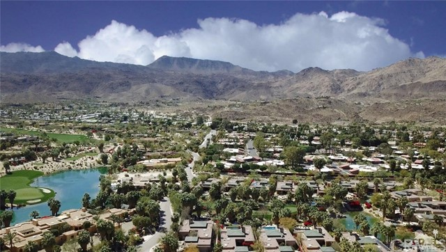 48870 View Drive, Palm Desert CA: http://media.crmls.org/medias/ff79b468-7797-4f78-af09-a87726b15332.jpg
