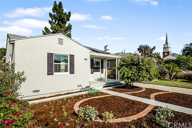5442 Lemon Avenue, Long Beach CA: http://media.crmls.org/medias/ffb895b7-38e3-4f82-9e05-57ed54715062.jpg