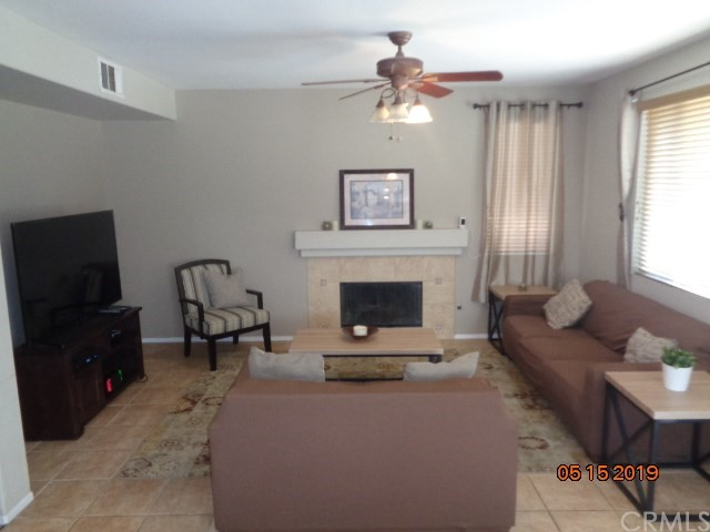 32501 Sprucewood Way, Lake Elsinore CA: http://media.crmls.org/medias/ffd608f4-0280-47be-8d62-ba52ef9a6ee4.jpg