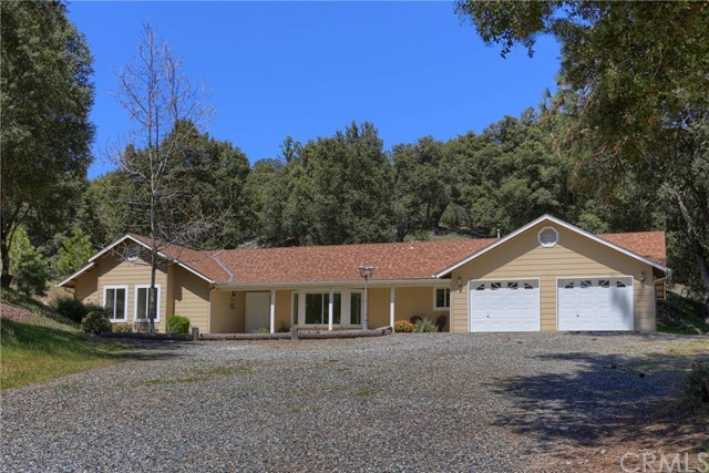 42638 Old Yosemite Road Oakhurst, CA 93644 is listed for sale as MLS Listing FR18090104
