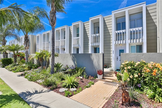 3993  Warner Avenue, Huntington Harbor, California