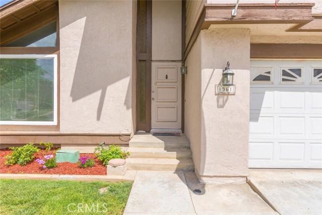 1361 Rosehill Drive, Riverside CA: http://media.crmls.org/medias/ffe56b41-b6e9-4261-8689-a44a950e7d0d.jpg