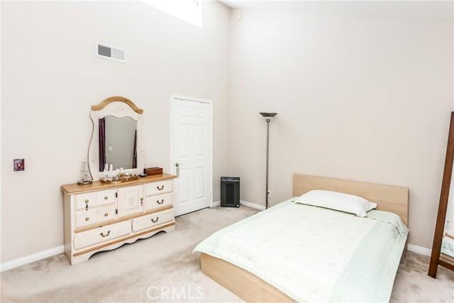 17736 Superior Street, Northridge CA: http://media.crmls.org/mediascn/002739ad-a6b8-4276-a0af-7829d6e60994.jpg