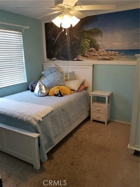 23853 Laurelwood Lane, Valencia CA: http://media.crmls.org/mediascn/0029ddf0-5440-48b3-8758-22bd3abd0e8c.jpg