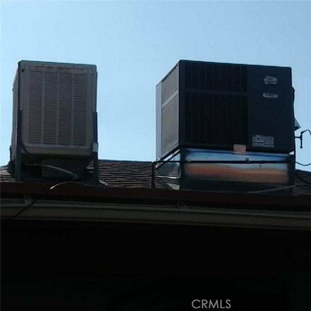 9749 Irene Avenue, California City CA: http://media.crmls.org/mediascn/006aad11-4d39-45e4-a68a-09b342af5a5a.jpg