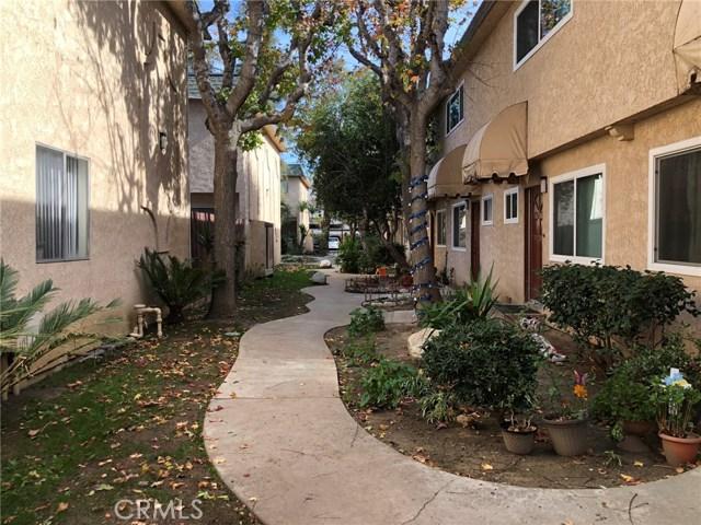 17053 Roscoe Boulevard, Northridge CA: http://media.crmls.org/mediascn/00a2ea63-147c-470d-8c5c-36e7d47327df.jpg