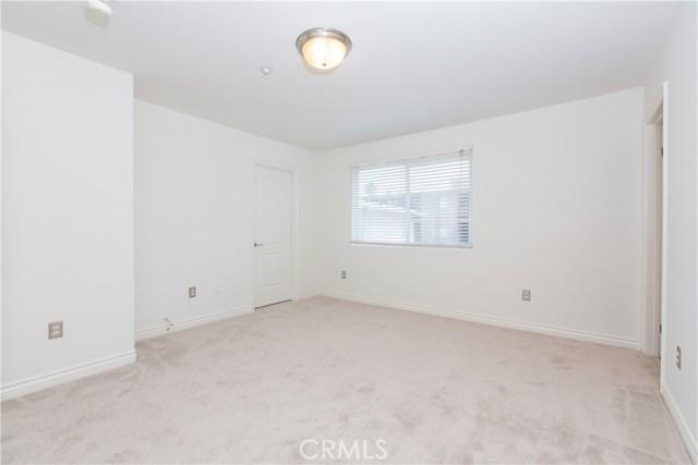 房产卖价 : $76.00万/¥523.00万