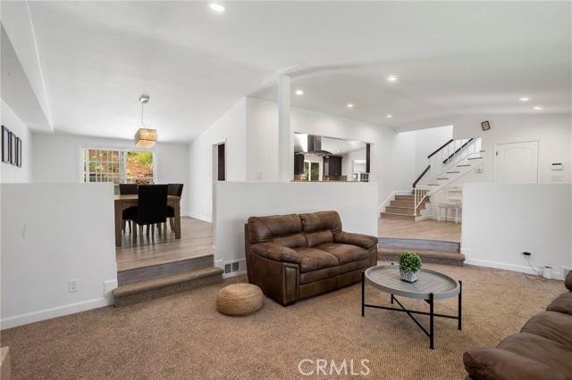 20324 Reaza Place, Woodland Hills CA: http://media.crmls.org/mediascn/0124b949-bb91-47df-9d42-4cea42b785fd.jpg