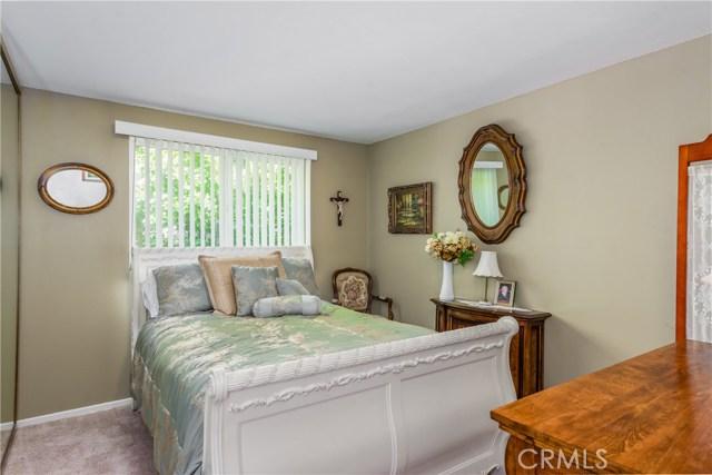 13225 Whistler Avenue, Granada Hills CA: http://media.crmls.org/mediascn/01dc7340-eddb-44b4-98a2-665190b6fd4a.jpg