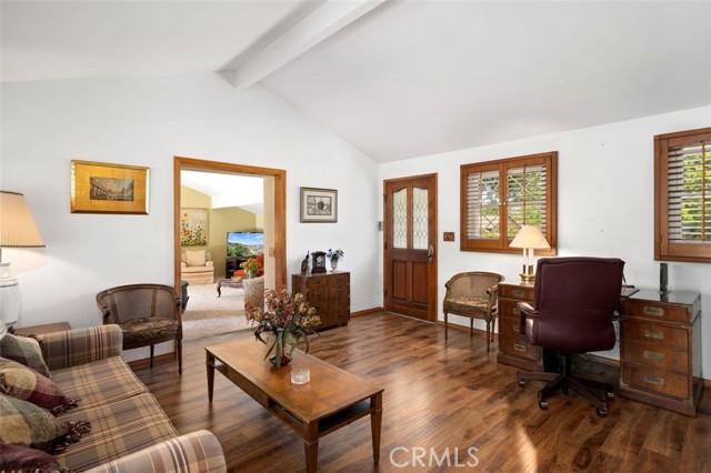 1408 Strawberry Hill Road, Thousand Oaks CA: http://media.crmls.org/mediascn/01e05d43-bb73-40eb-8803-ff61295a09b2.jpg