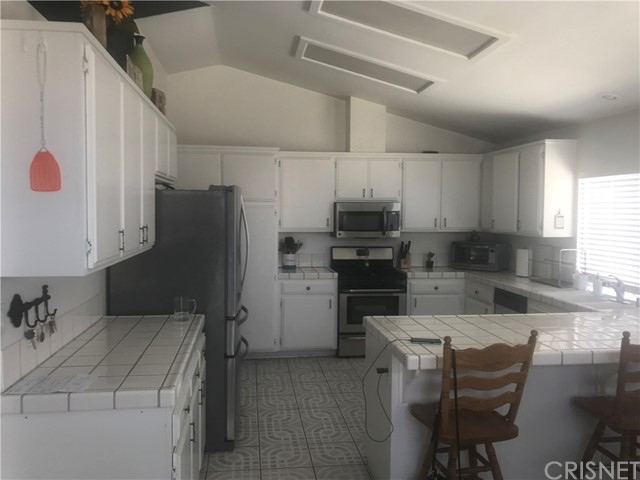 37714 Avenida De Diego, Palmdale CA: http://media.crmls.org/mediascn/0205e5fb-7d97-43a8-9d6b-a1319a736a3c.jpg