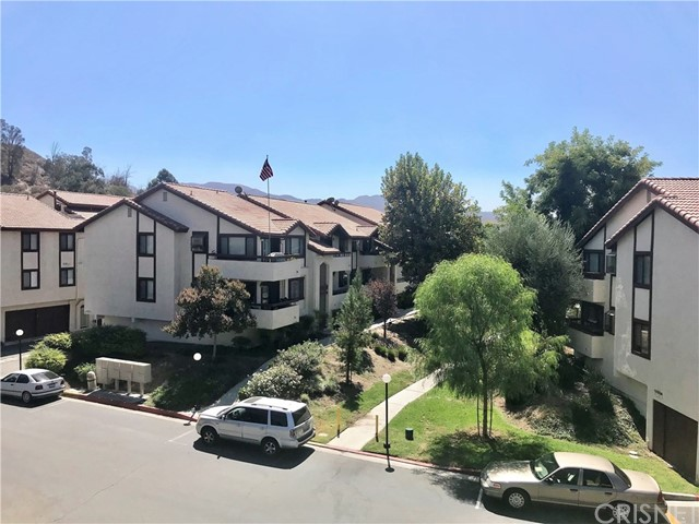 28007 Tiffany Lane, Canyon Country CA: http://media.crmls.org/mediascn/02340762-f57e-46a7-866d-3eb74ed04cbc.jpg