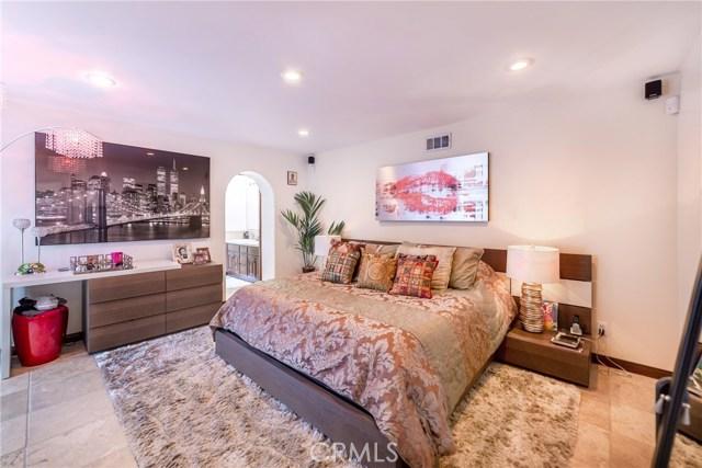 2975 Hollyridge Drive, Los Angeles CA: http://media.crmls.org/mediascn/023ba42f-2087-4ef0-a9e6-4738be55bac4.jpg
