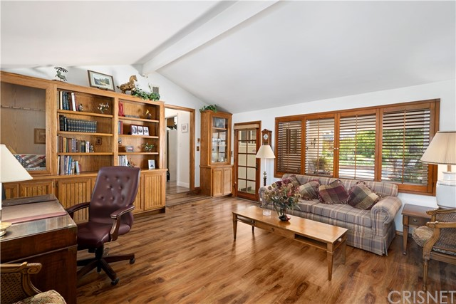 1408 Strawberry Hill Road, Thousand Oaks CA: http://media.crmls.org/mediascn/025503d6-e90c-423d-a6d1-a9899e20d67f.jpg