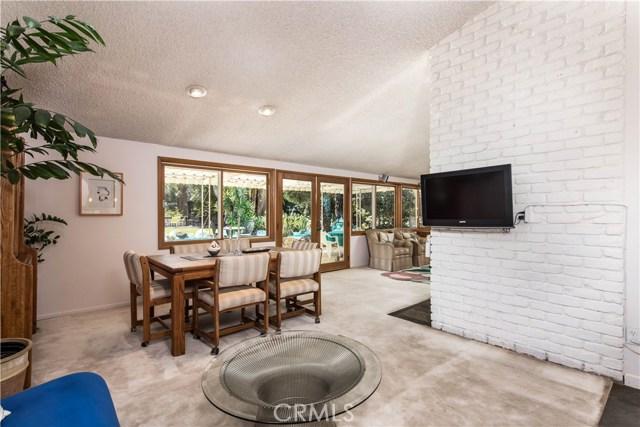 5814 Mcdonie Avenue, Woodland Hills CA: http://media.crmls.org/mediascn/02eac64f-7c23-47df-a50c-e7a80e22143c.jpg