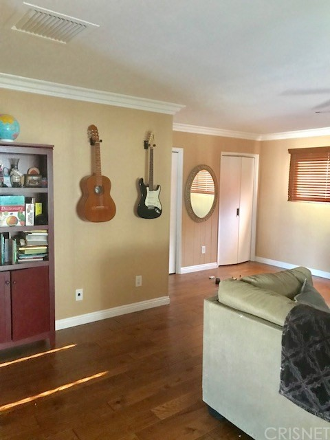 6857 Quakertown Avenue, Winnetka CA: http://media.crmls.org/mediascn/034bea81-7853-4901-9abf-fa9954ff9f6e.jpg