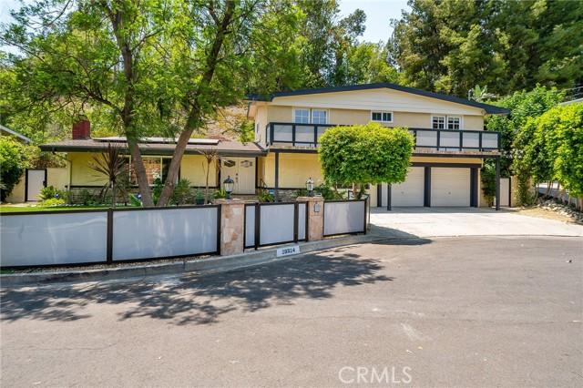 20324 Reaza Place, Woodland Hills CA: http://media.crmls.org/mediascn/0370988b-70e2-48d2-874d-557d3c521ebc.jpg