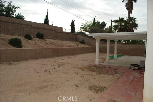 38627 S Desert Flower S Drive, Palmdale CA: http://media.crmls.org/mediascn/037987b1-d987-451b-a25b-1e9067814ad8.jpg